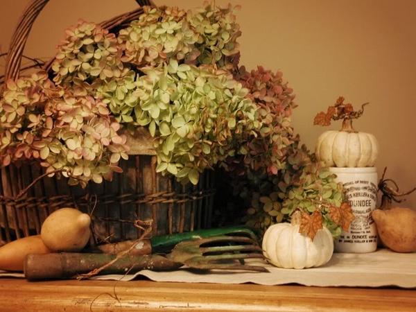 Осенняя декоративная композиция