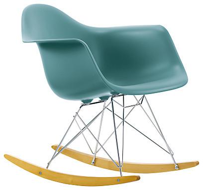 Красивое кресло-качалка