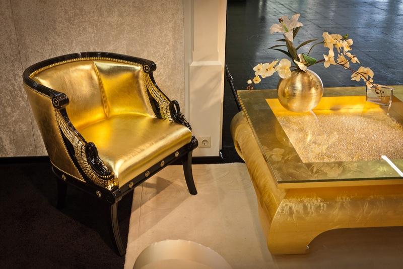 Позолоченные стул и стол в стиле «ампир»