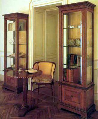 Стеклянные шкафы в стиле «ампир»