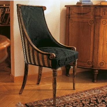 Красивый стул с высокой спинкой в стиле «ампир»