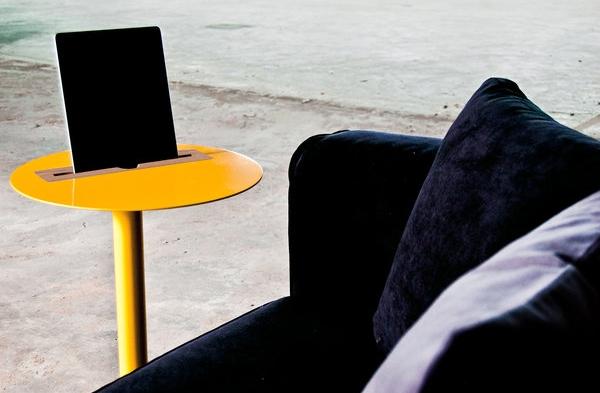 Столик с подставкой для планшета