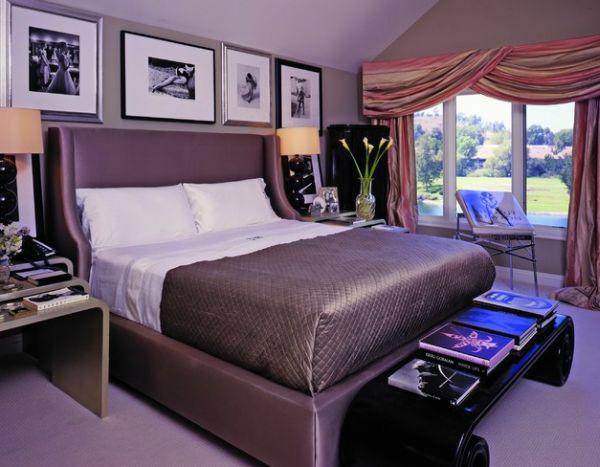 Постеры над кроватью в спальне