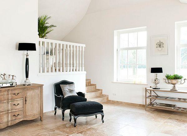 Черное кресло и скамья в интерьере