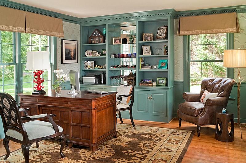Шкаф голубого цвета в домашнем офисе