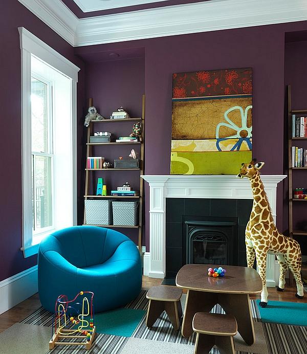 Фиолетовая стена в гостиной