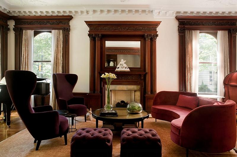 Фиолетовые кресла и пуфики в гостиной