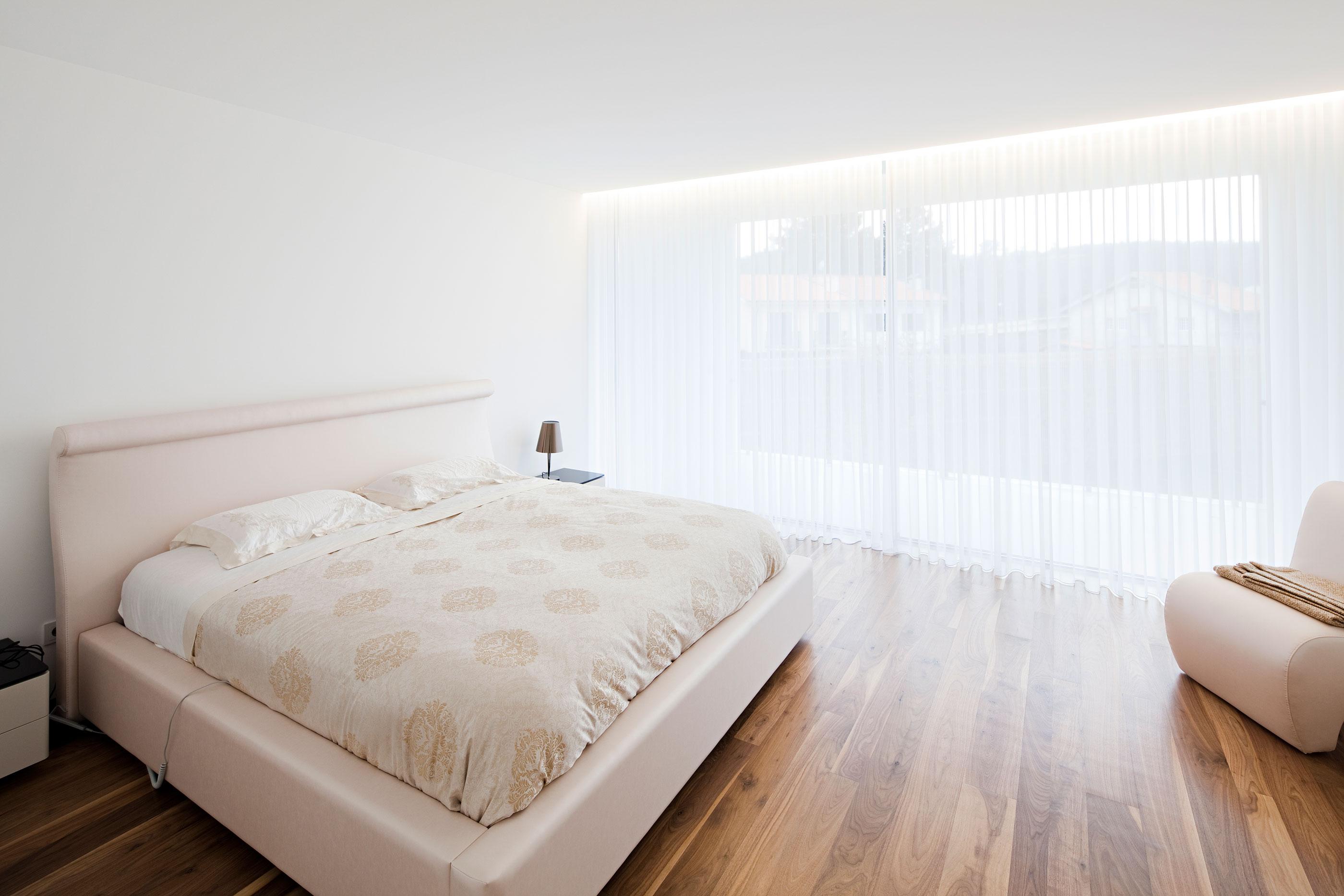 Замечательные шторы в дизайне интерьера помещения