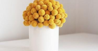Яркий жёлтый букет в белом вазоне от Etsy