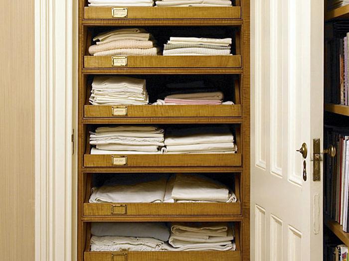 Полки для хранения постельное белье
