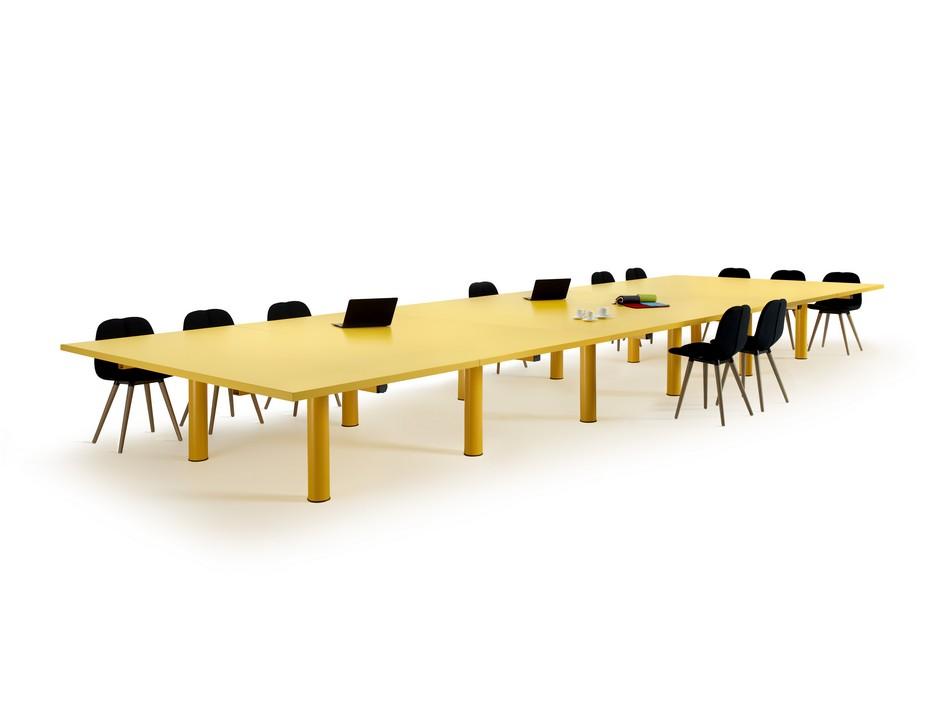Желтый стол для конференц-зала