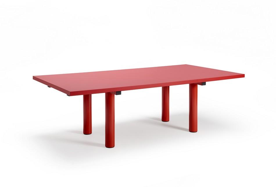 Стол для конференц-зала в красном цвете