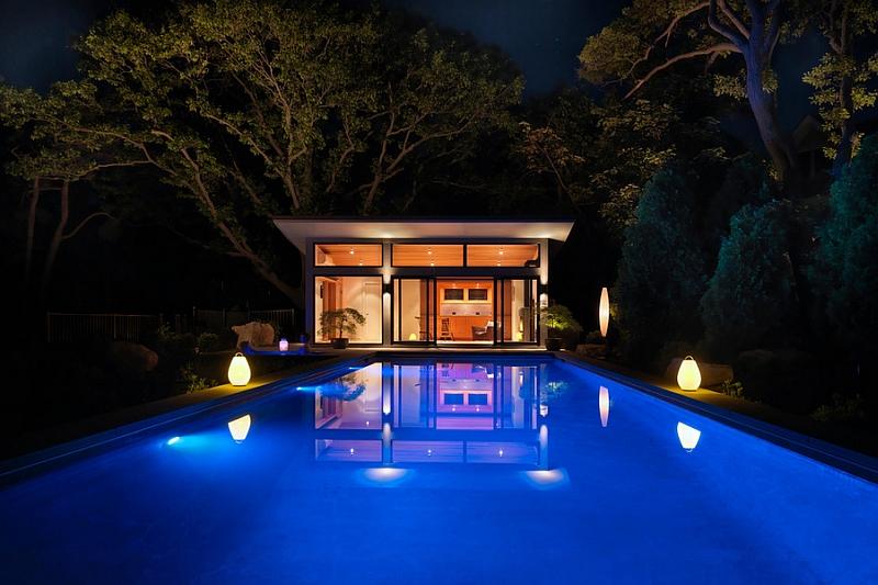 Подсветка бассейна вечером