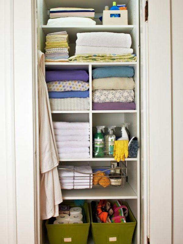 Шкаф с открытыми полками для хранения белья