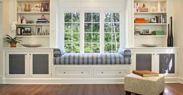 Уютный место для чтения у окна