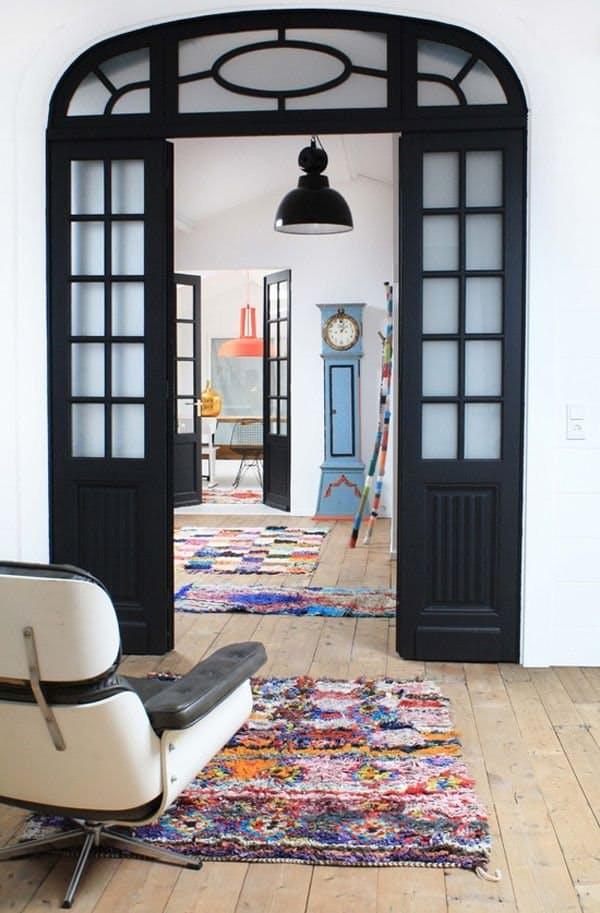 Идеи декора интерьера: чёрные межкомнатные двери