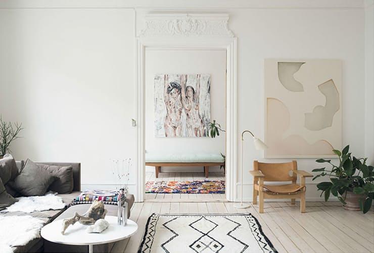 Идеи декора интерьера: белый деревянный пол