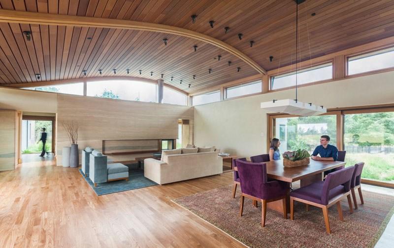 Деревянные потолки в интерьере от дизайнера Уильяма Макдоно