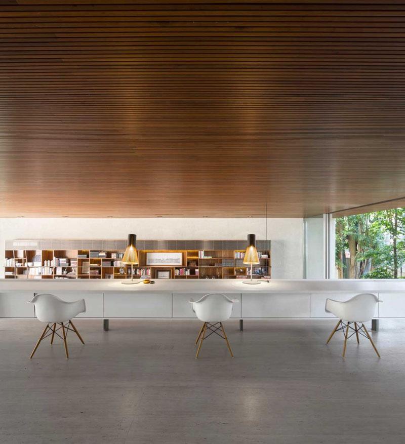Деревянные потолки в интерьере от студии MK27