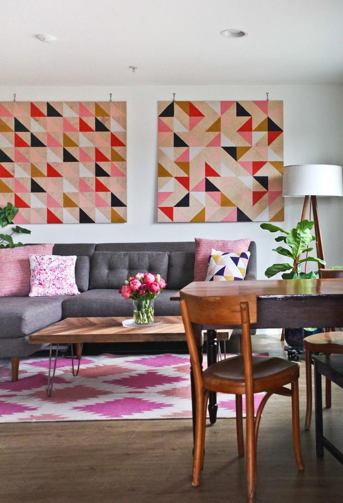 Идеи для вашего дома своими руками: оригинальный узор на подушках и ковре в интерьере гостиной