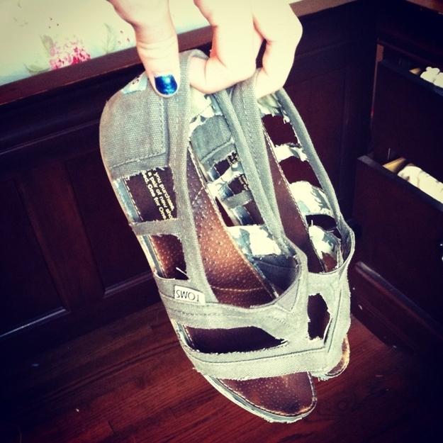Идеи использования сломанных вещей: сандалии