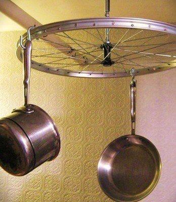 Идеи использования сломанных вещей: старому колесу от велосипеда можно найти несколько применений