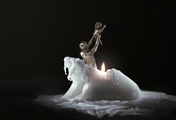 Свеча с фигуркой внутри