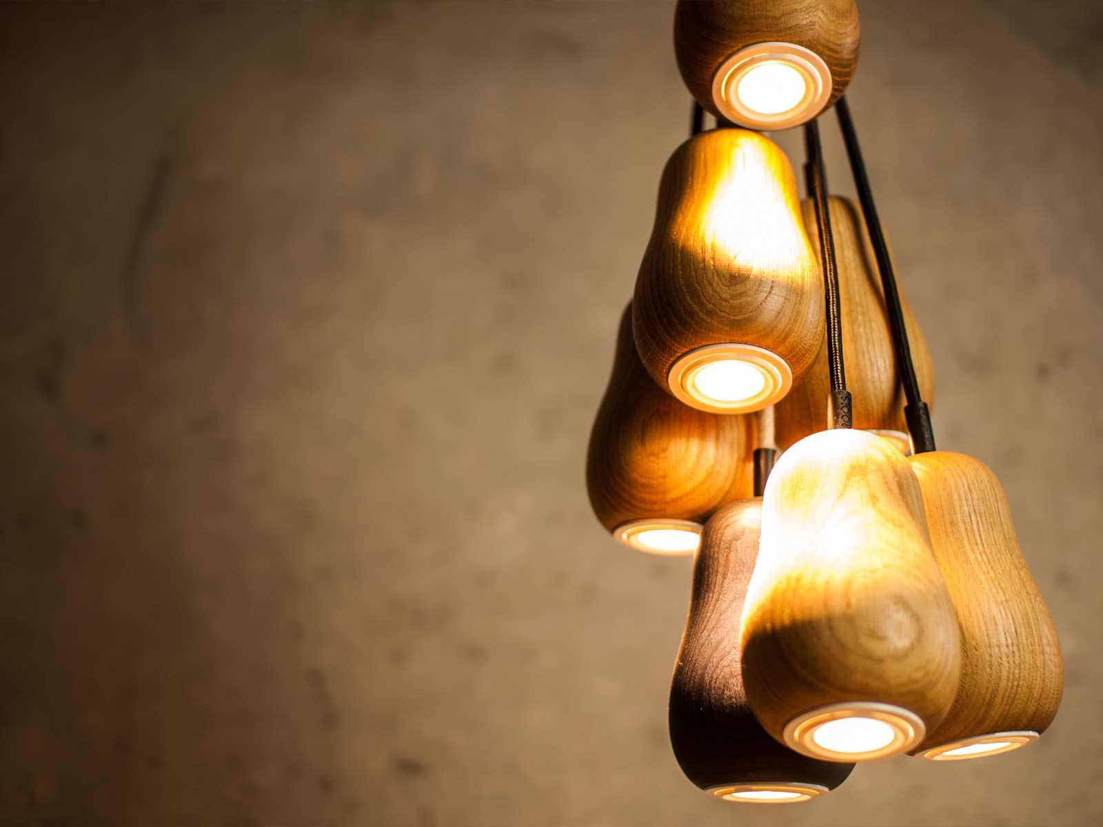 Подвесные светильники из дерева с минимум украшений - фото 5