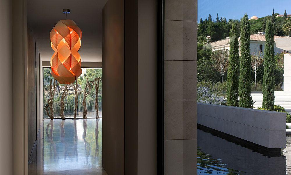 Необычные подвесные светильники из дерева - фото 7