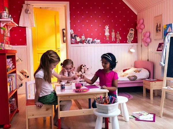 Розовые акценты в детской от IKEA