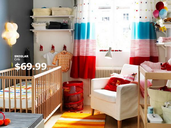 Яркие шторы в детской от IKEA