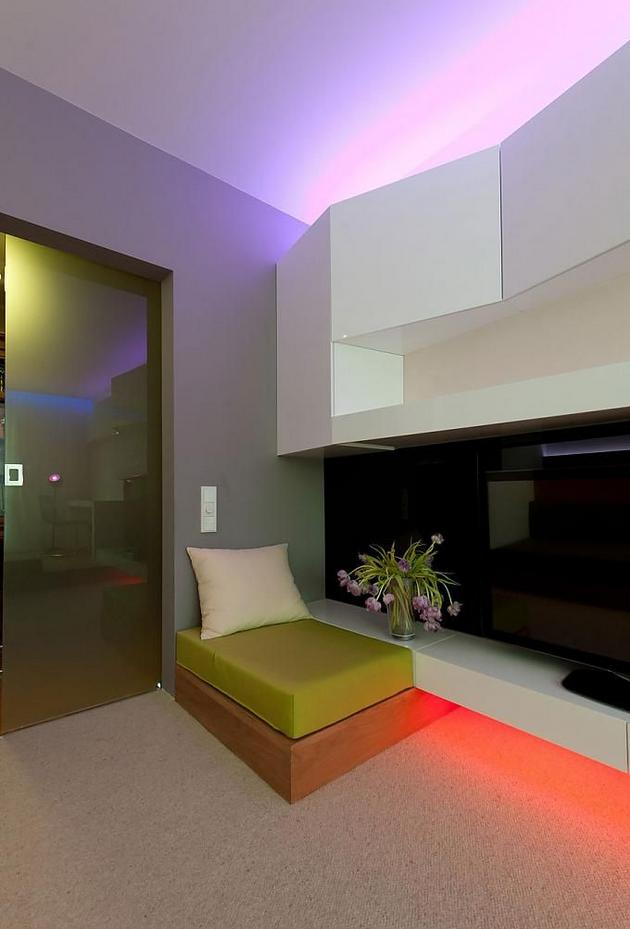Роскошная композиция из света в интерьере помещения