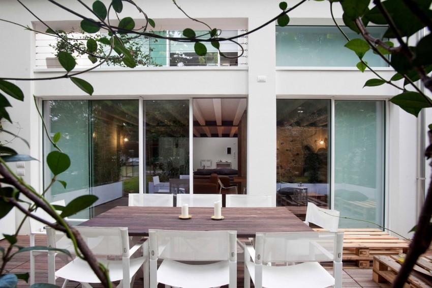 Красивый интерьер террасы резиденции