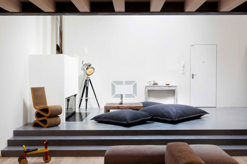 Большие подушки на подиуме