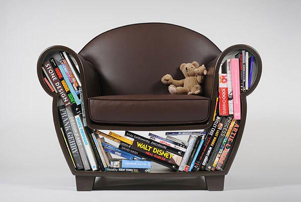 Уникальное кресло с заполенной книгами нишей