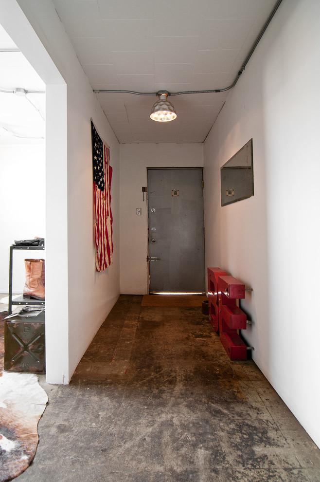 Американский флаг в интерьере коридора