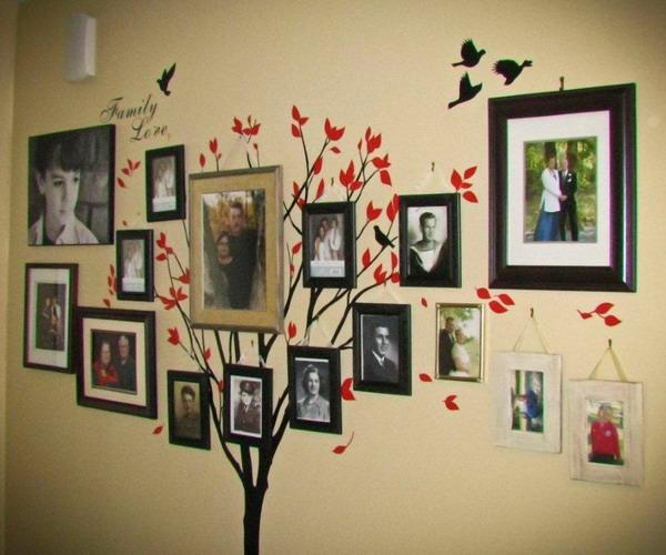 Семейные фотографии в рамках