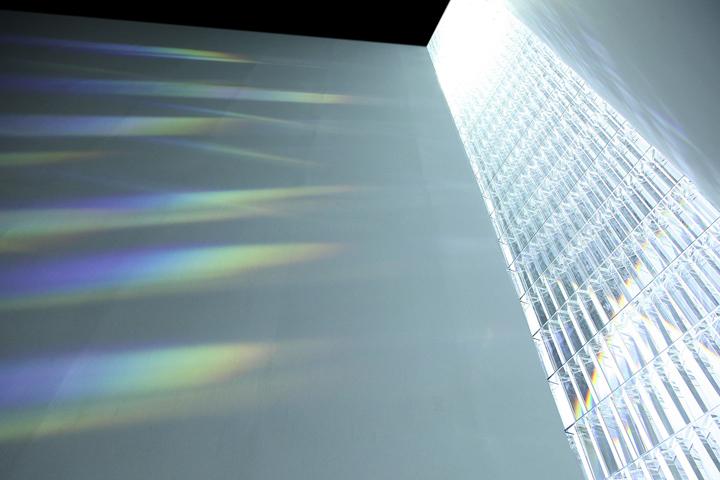 небесная инсталляция Rainbow Church