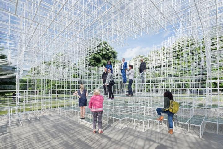 Сетка была выполнена в материальном облике с точным и прозрачным порядком, которая приносит в атмосферу неоднозначность как деревья