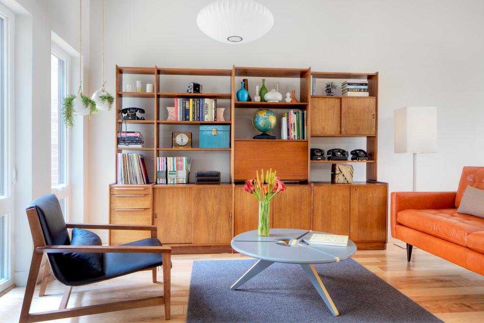 Деревянная винтажная мебель в гостиной