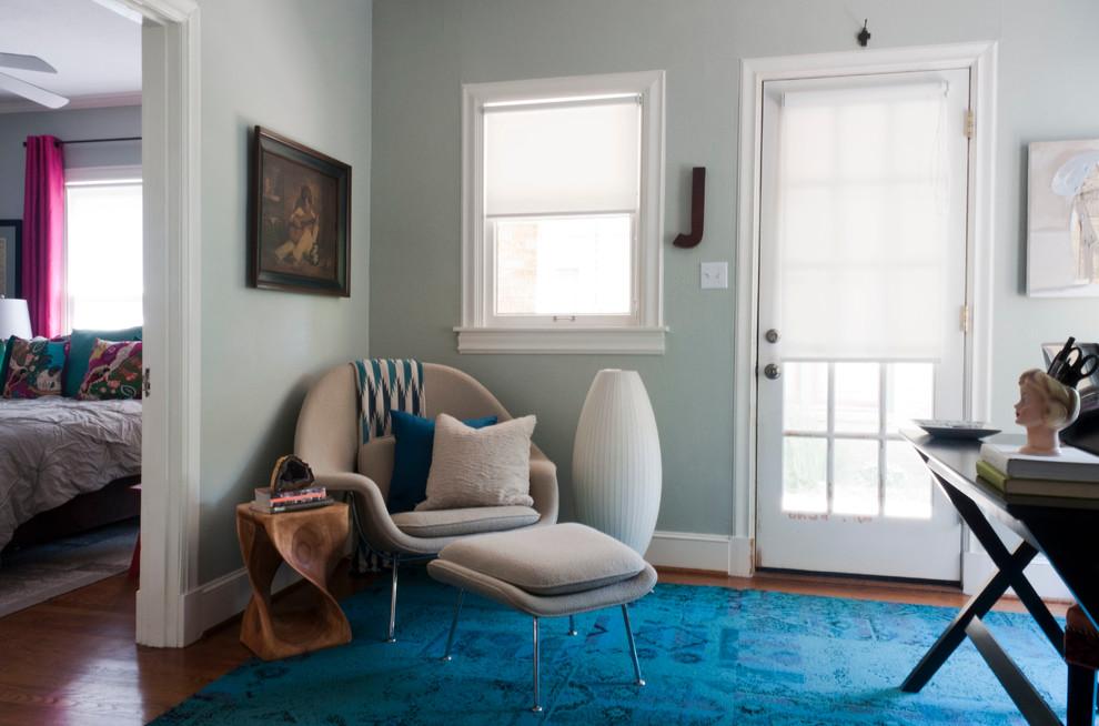 Дизайнерское кресло со скамьей в интерьере