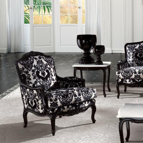 Красивый стул во французском стиле