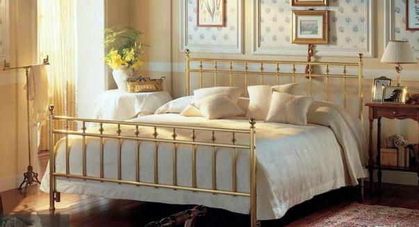 Шикарная кровать во французском стиле