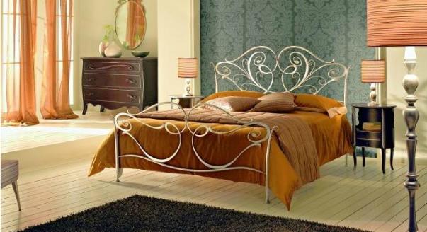 Роскошная кровать во французском стиле