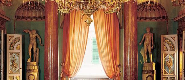 Красивый дизайн интерьера помещения в стиле ренессанс
