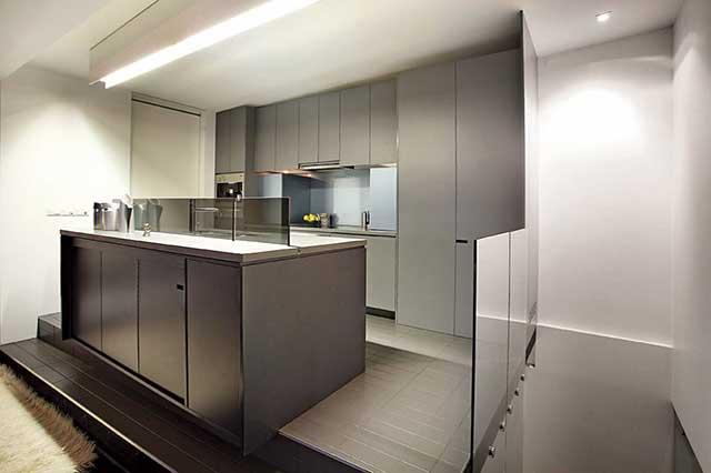 Подиум с кухней в урбанистическом стиле