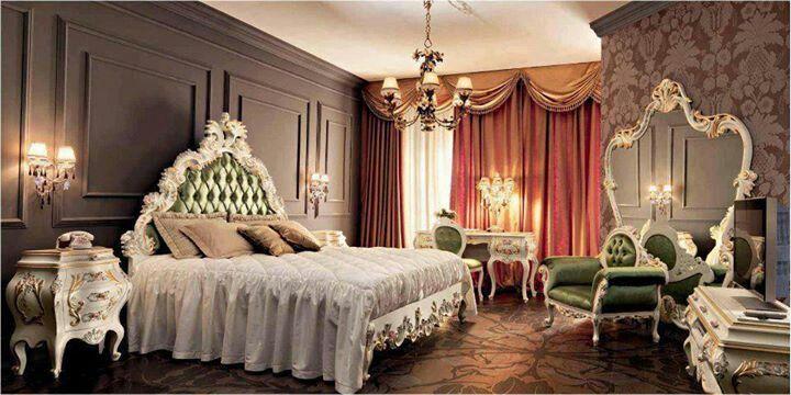 Серая стена в спальне в стиле рококо