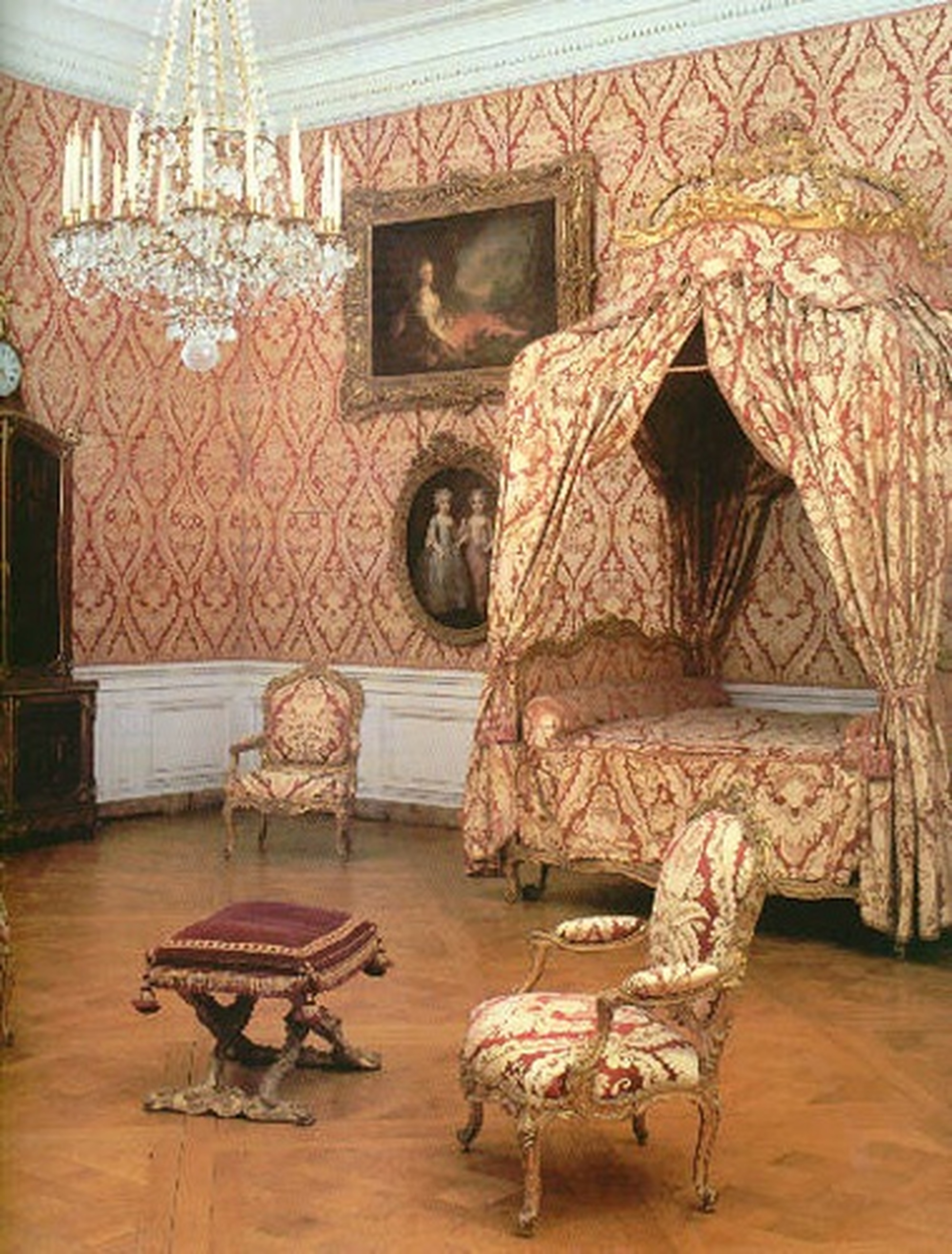 Роспись стен в спальне в стиле рококо