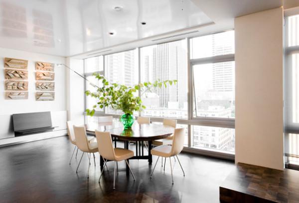 Декоративная растительность в качестве декора на столе гостиной