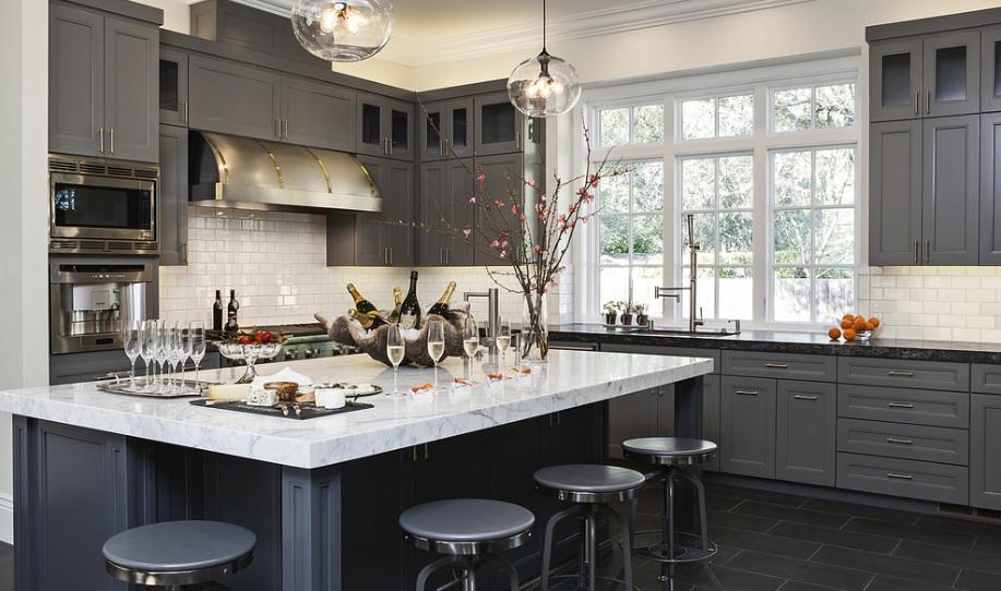 Оформление кухонной зоны в бежевом оттенке